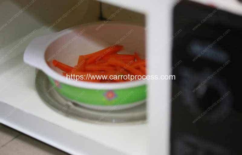 Steam-Carrots-Step-12-Steaming-in-Frying-Pan