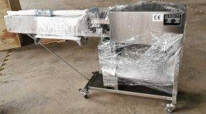Automatic-Carrot-Knife-Peeling-Machine-Delivery-for-Poland-Market